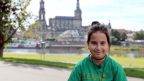 Leah am Elbufer in Dresden.
