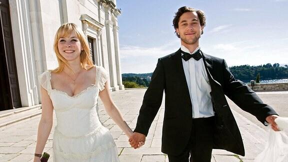 Lisa (Jasmin Schwiers) und Hrvoje (Ludwig Trepte) sind so sehr verliebt, dass sie schon nach kurzer Zeit heiraten