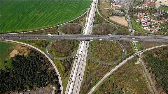 """Das Autobahnkreuz """"Hermsdorfer Kreuz"""" aus der Luft"""