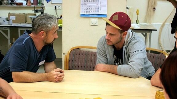 Ergotherapeut und Patient im Gespräch