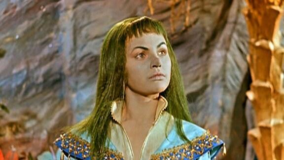 Eine Prinzessin hat ungepflegte Haare und ein hässliches Gesicht.