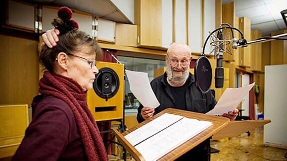 """MDR Hörspielproduktion """"Die Affäre Winckelmann"""" mit Angelica Domröse (Marquesa) und Rolf Hoppe (Kardinal)"""