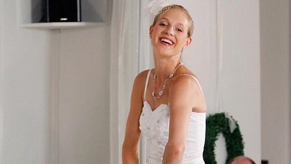 Braut Annika (Lisa Bitter)