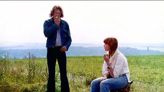Jonas (René Rudolph) und Shireen (Kareen Schröter) wollen trampen.