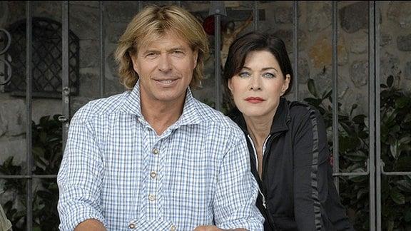 Hansi (Hansi Hinterseer) macht mit seiner Erzfeindin Viktoria Perterer (Anja Kruse) eine Bergwanderung.