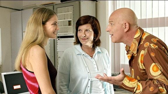 Maria (Nicole Ennemoser), Alf (Alexander Goebel), Jaeckie Hecht (Elfi Eschke, Mitte)