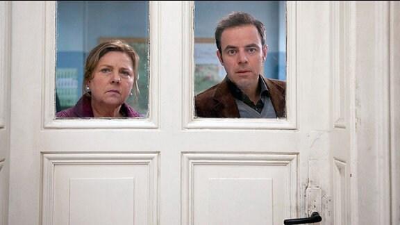 Paul (Felix Eitner, r.) und Anke Reimers (Ramona Kunze-Libenow, l.) werden Zeuge eines einmaligen Schauspiels.