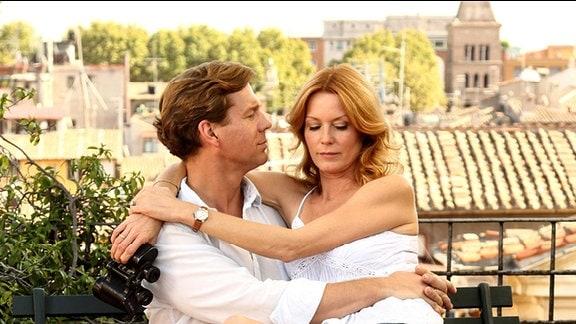 Journalist Michael kann sein Glück kaum fassen, er wird Auslandskorrespondent in Rom. Weniger begeistert ist seine Frau Susanne, die ihrem Mann zu liebe ein Jahr lang in ihrem Job als Anwältin pausiert, um erst einmal Pasta zu kochen.