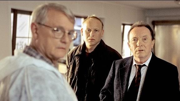 Walter (Walter Nickel), Hauptkommissar Kain (Bernd Michael Lade), Hauptkommissar Ehrlicher (Peter Sodann).
