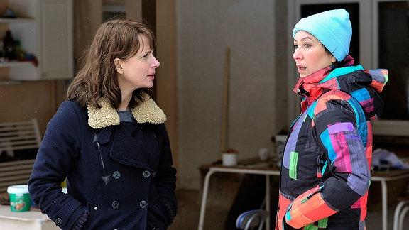 Brasch (Claudia Michelsen;li) will von Anette R. (Ursula Strauss;re) Lukas' Adresse