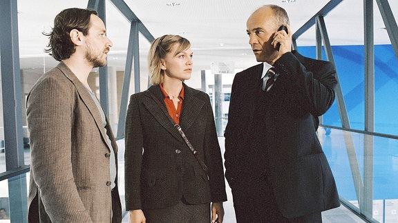 Hagen Frey und Leni Bluhm mit Rechtsanwalt Zörnig vor Prozessbeginn.