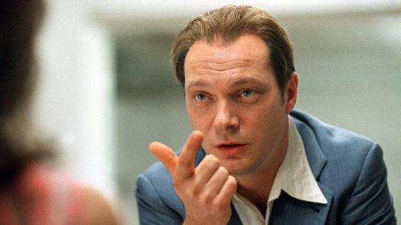Der Zyniker: MfS-Mann Bungert (Martin Brambach) versucht mit allen Mitteln, die Fluchthelferfamilie Stein unschädlich zu machen.