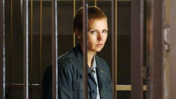 Sara Bender (Veronica Ferres) im Gefängnis
