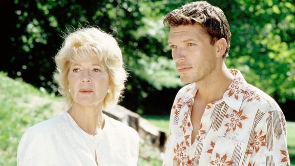 Jona (Christiane Hörbiger)mit ihrem Sohn Jakob (Hardy Krüger jr.)