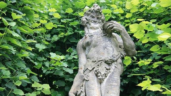 Dornburger Schlösser - Dionysos-Statue im Rokoko-Schlossgarten