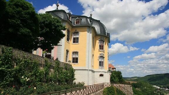 Blick zum Rokokoschloss