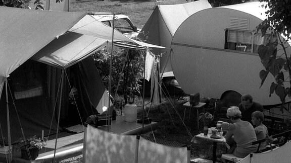 Campingurlauber auf dem Zeltplatz in Radeburg 1986