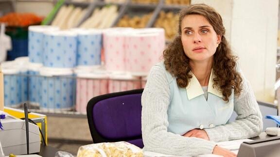 Nett, aber auch keine echte Freundin: Supermarkt-Kollegin Steffi (Marie Rönnebeck).