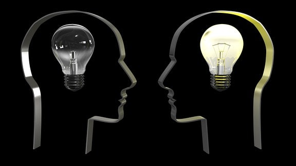Grafik von zwei Köpfen mit einer inneren Glühbirne