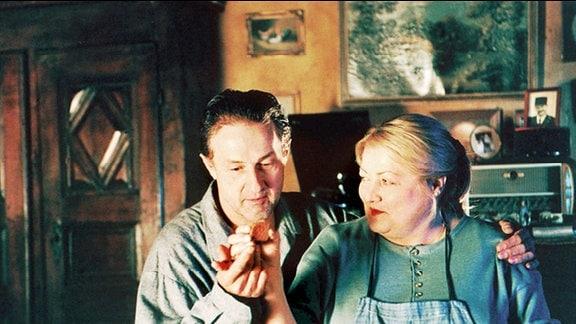Margarete (Marianne Sägebrecht) und Arthur (Gérad Klein) sind ein unzertrennliches Paar.
