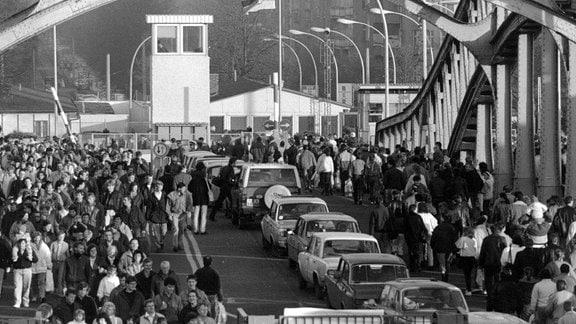 Der Grenzübergang Bornholmer Straße am 11. November 1989
