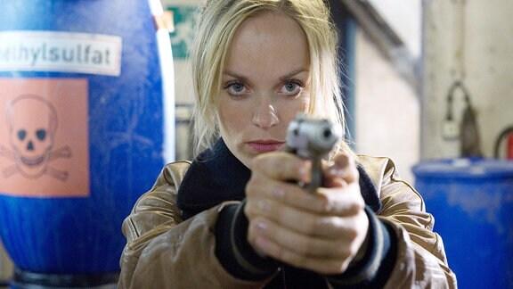 Julia Klug (Friederike Kempter) ist einem Verklappungsskandal auf der Spur. Bei Ihren Recherchen hat sie sich in eine lebensgefährliche Situation manövriert.