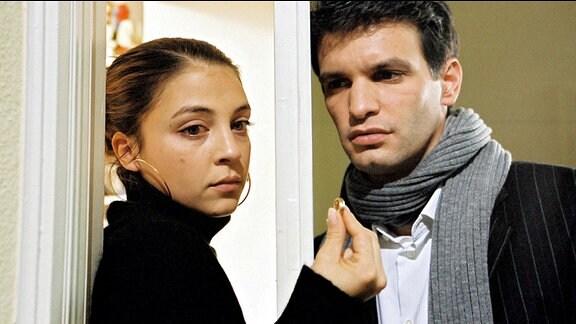 Zwischen Julia Weimann (Arzu Bazman) und Thomas Berner (Luca Zamperoni) läuft es nicht mehr so gut.