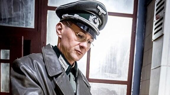 Spielszene mit Fabian von Schlabrendorff (Andreas Berg).