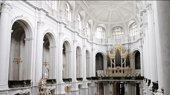 Innenansicht der Dresdner Hofkirche.