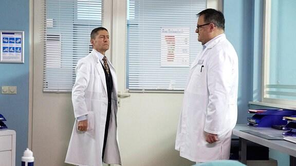 Dr. Kaminski und Brenner im Gespräch.