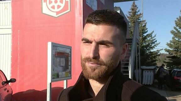 Der Trainer Selim Aydemir.