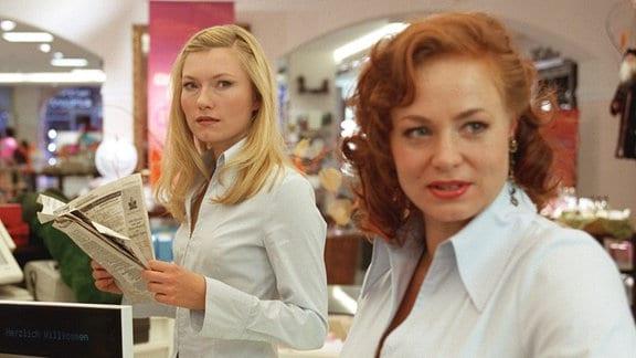 Johanna Christine Gehlen als Leonie und Petra Berndt als ihre Freundin Stefanie