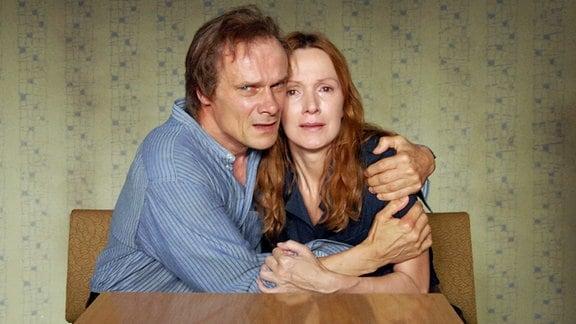 Katja Flint und Edgar Selge als Ulrike und Heike Molitor