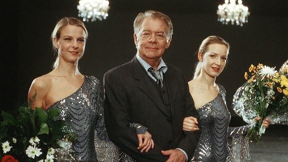 Frank Haller (Klausjürgen Wussow) bei seinem Auftritt in der Silvestershow.