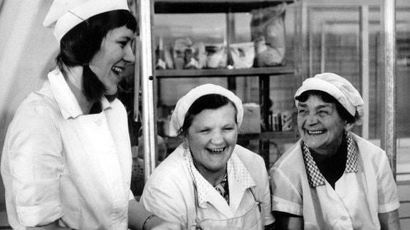 Gudrun, arbeitet 1975 als Köchin