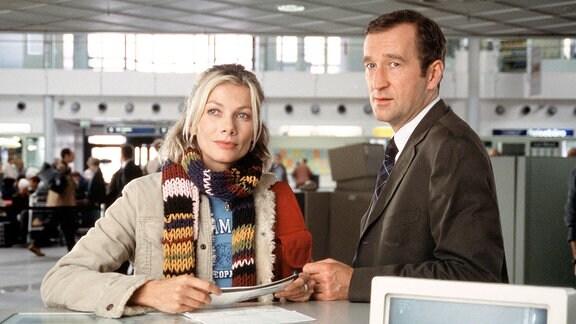 Peter Lohmeyer als Rechtsanwalt Frank Neu und Ursula Karven als Fotografin Steffi Bungert