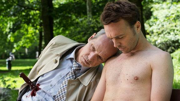 Seumas Sargent als der Nackte, Alan Rosewater und Thomas Bestvater als der Tote, Lasse Hellgard