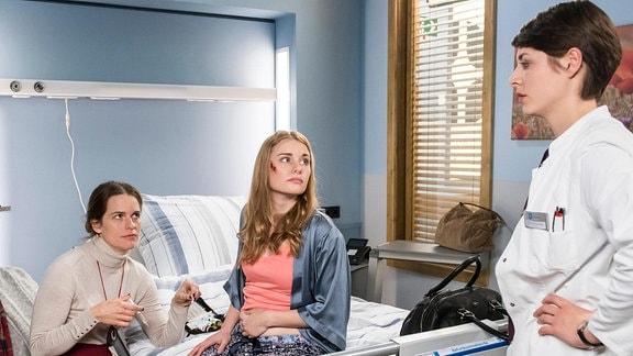 Die Heilpraktikerin Vera Röhler besucht ihre Schwester Sabrina im Klinikum. Weil diese vom Zusammenstoß mit einem Fahrradfahrer nur leichte, oberflächliche Verletzungen davongetragen hat, will Vera ihre Schwester so bald wie möglich wieder mit nach Hause nehmen.
