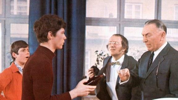 Hansi Kraus als Pepe, Heintje als Pit, Theo Lingen als Rektor Dr. Taft und Balduin Baas als Oberstudienrat Blaumeier