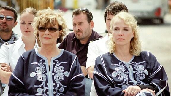 """An Bord der """"Star Clipper"""" begegnen sich die beiden Exfrauen Vera (Gila von Weitershausen, li.) und Ruth (Claudia Messner) des berühmten Konzertpianisten Caspari."""