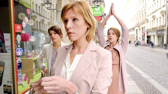 v.l.n.r.: Katrin Wiedemann (Nicolette Krebitz), Sabine Esch (Franziska Weiss) und Julia Schlösser (Lisa Bitter)