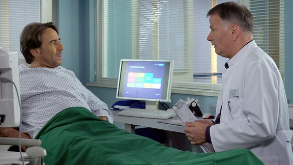Dieter Landuris als Oliver Heller und Thomas Rühmann als Dr. Roland Heilmann