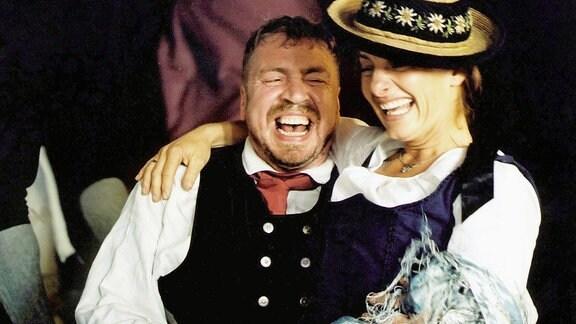 Armin Rohde als Jakob Manz und Isabel Karajan als Lina Manz