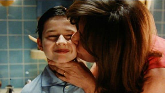 Maxime Godart als Nick und Valérie Lemercier als Mama