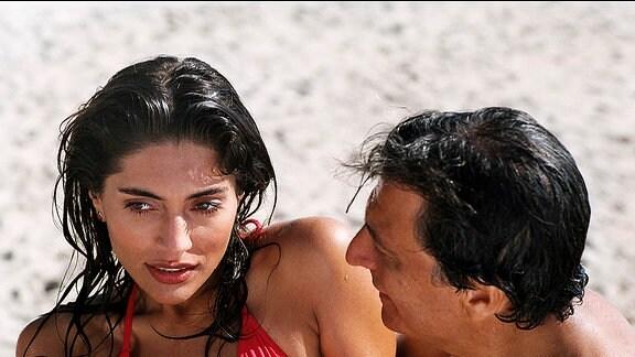 Noch weiß der Pariser Privatdetektiv Remi (Christian Clavier) nicht, dass die schöne Léa (Caterina Munro) ihn mit Absicht verführt.