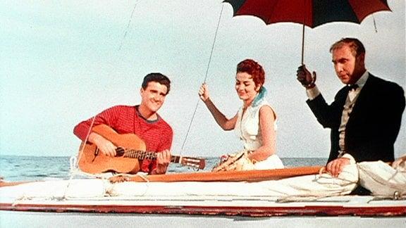 Giulia Rubini als Marina, Teddy Reno als Sänger Teddy und Charles Regnier als Butler