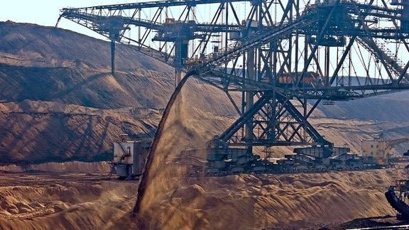 Tagebau Nochten – Seit Anfang der 70er Jahre graben hier gigantische Schaufelradbagger die Erde weg.