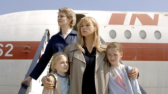 Sabine (Elisa Schlott), Sara Bender (Veronica Ferres), Silvia (Maria Ehrich).
