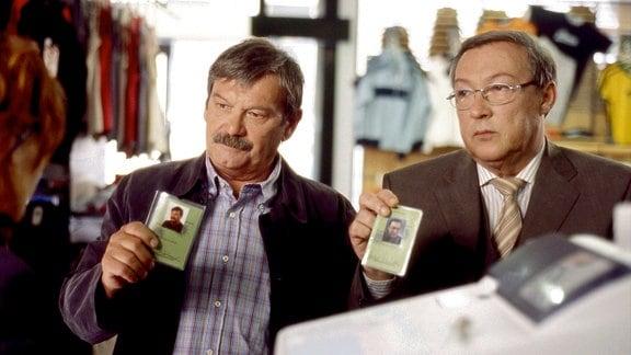 Jaecki Schwarz als Herbert Schmücke und Wolfgang Winkler als Herbert Schneider