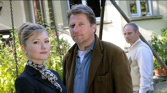 Die Rechtsanwältin Sarah Stein (Johanna Christine Gehlen) fühlt sich zu dem Winzer Peter (Michael Fitz) hingezogen, obwohl sie ihn eigentlich im Auftrag ihres Mandanten Siggi (Michael Lott) von seinem Hof vertreiben soll